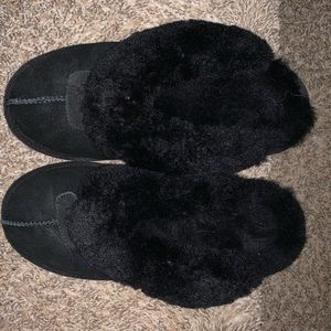 Black Ugg slippers with fur inside